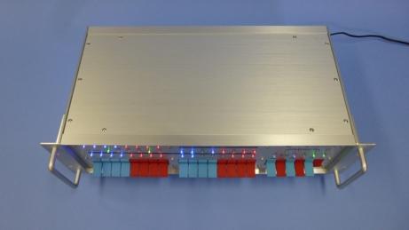 Legacy8080 プラチナモデルの天板は、美しいヘアライン加工が施されたアルミ板にアルマイトメッキ処理を行っています